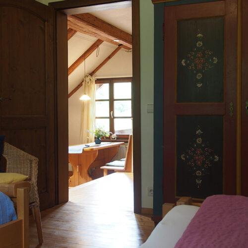 Blick aus dem Schlafzimmer zum Essplatz